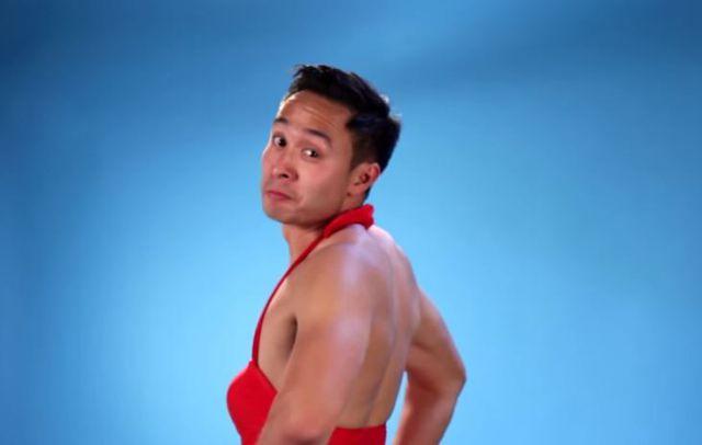 La sensación de los hombres con trajes de baño de mujeres ...