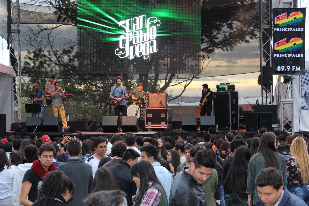Mike Bahia cautivó a los asistentes del Radio Fest | Fotogalería ...