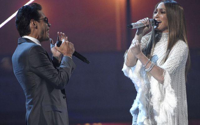 Jennifer Lopez muestra sus líneas de expresión con orgullo