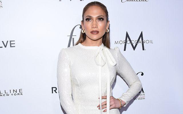 Así se burla JLo del ridículo que hizo Mariah Carey en show de año nuevo