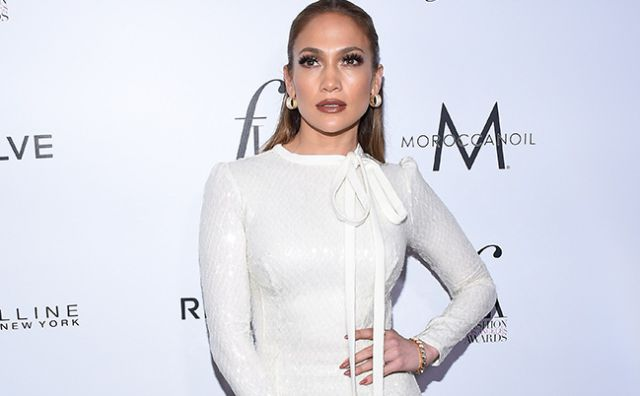 Jennifer Lopez aparece semidesnuda en Instagram