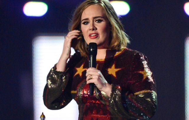 Adele confirma que se casó con Simon Konecki
