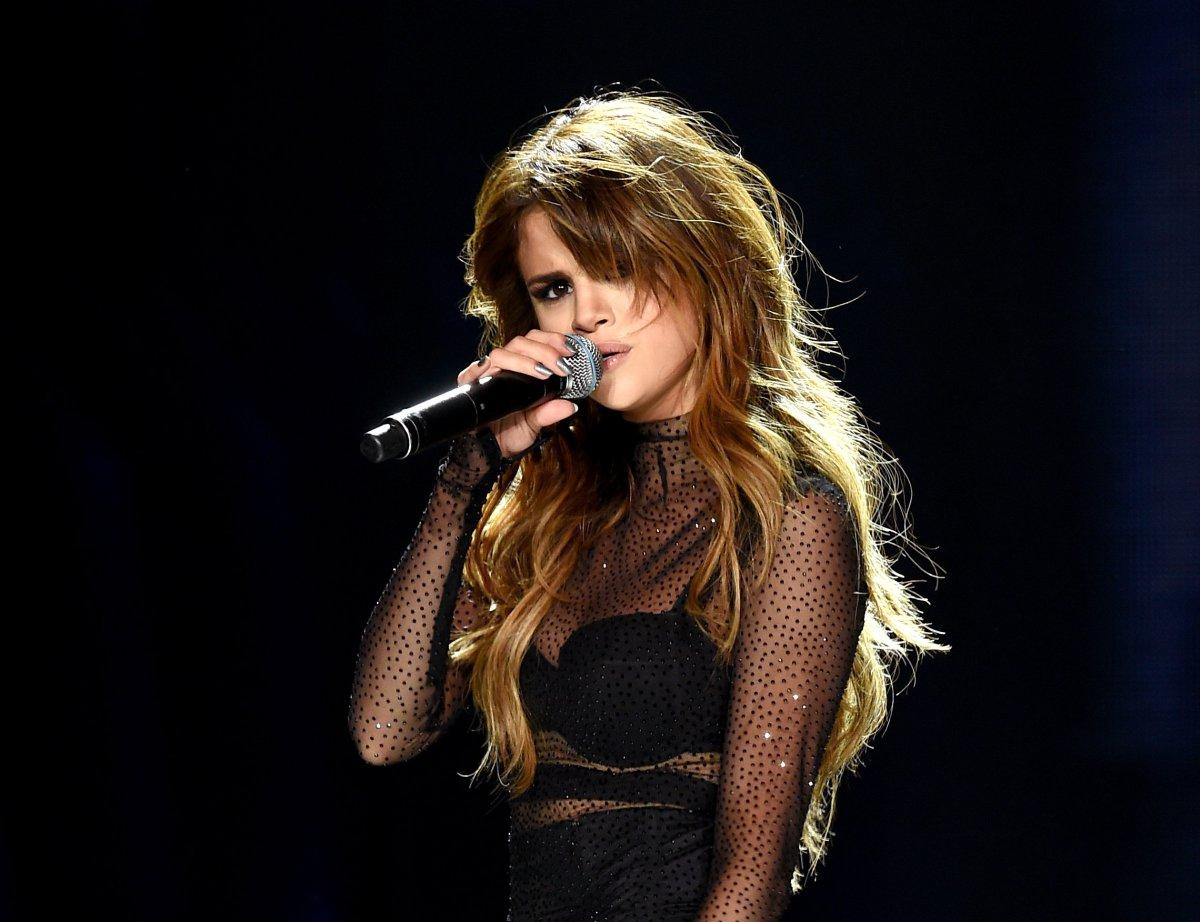 El drástico y alocado cambio de look de Selena Gomez