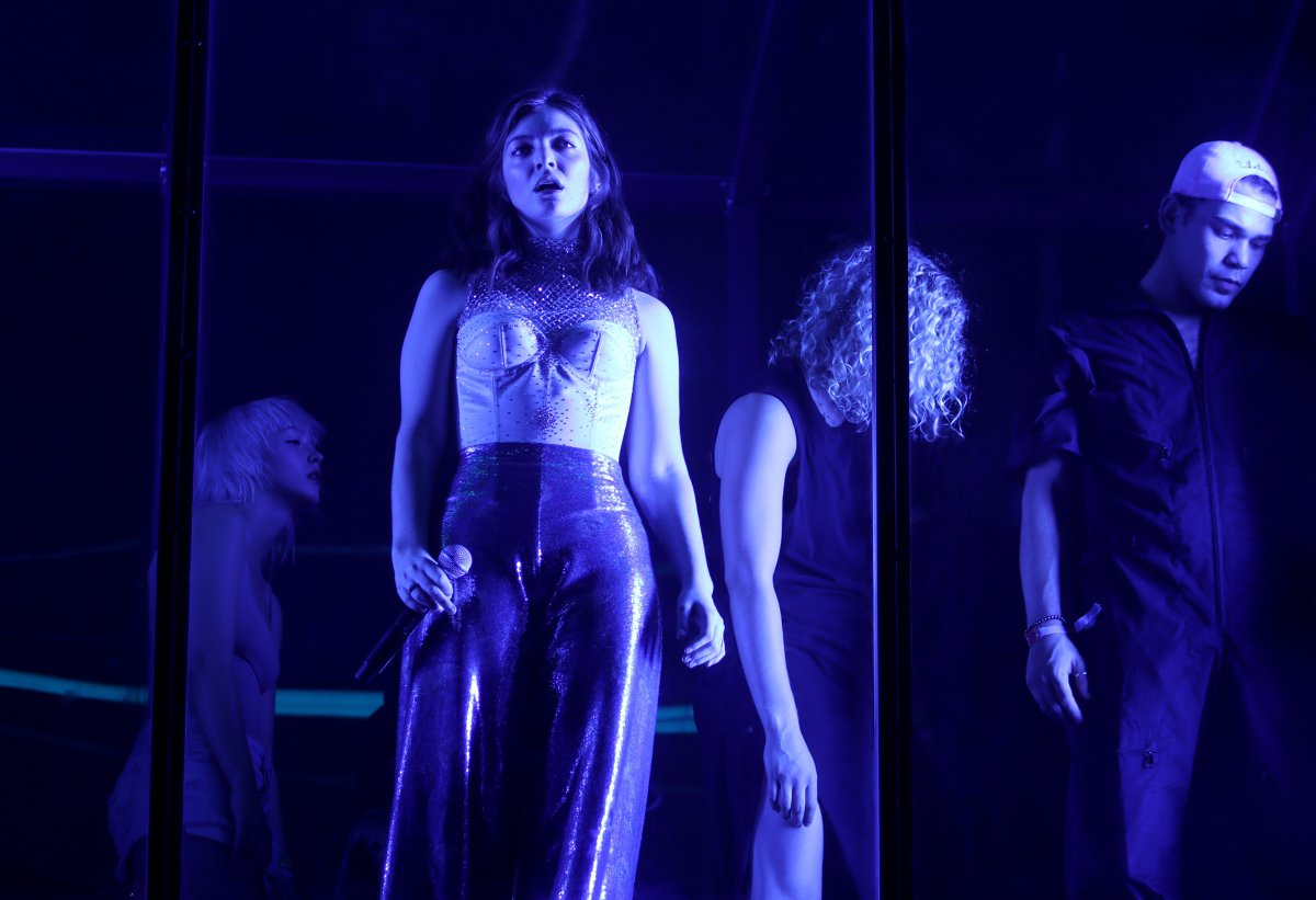 Lorde sorprendió con nuevo sencillo en Coachella