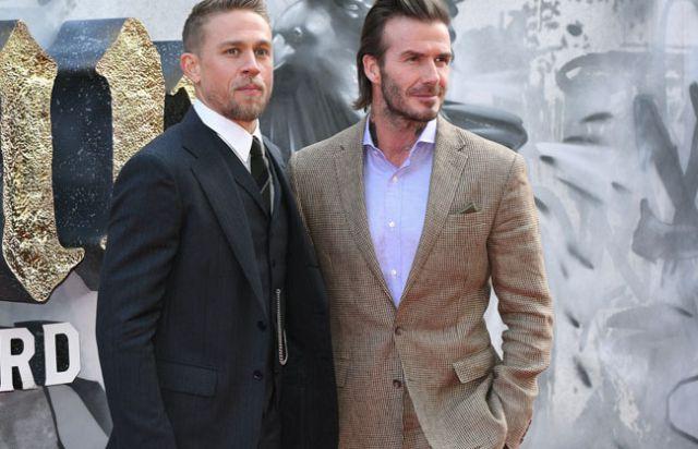 Charlie Hunnam defiende el cameo de David Beckham en 'El Rey Arturo'