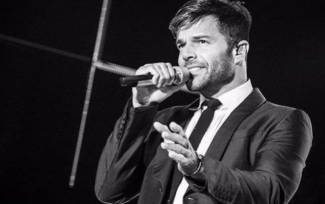 Ricky Martin presume de su privilegiado físico en España