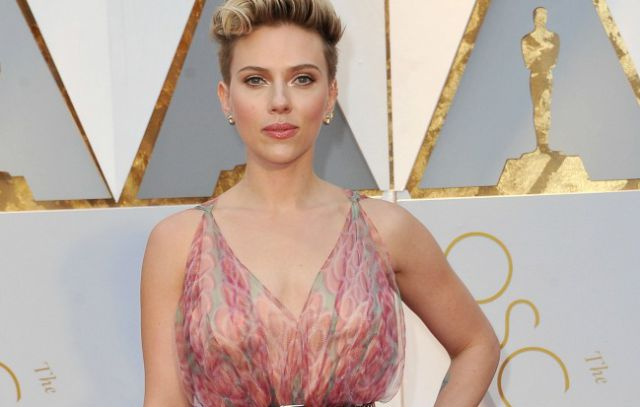 Scarlett Johansson y Colin Jost ¿estrenan romance?