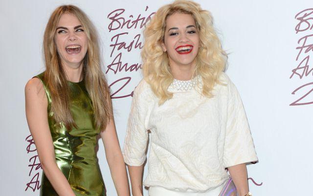 Rita Ora habla de su estrecha relación con Cara Delevingne