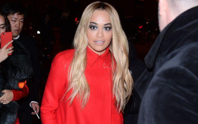 Rita Ora ofrece su ayuda a los afectados por el incendio de Londres