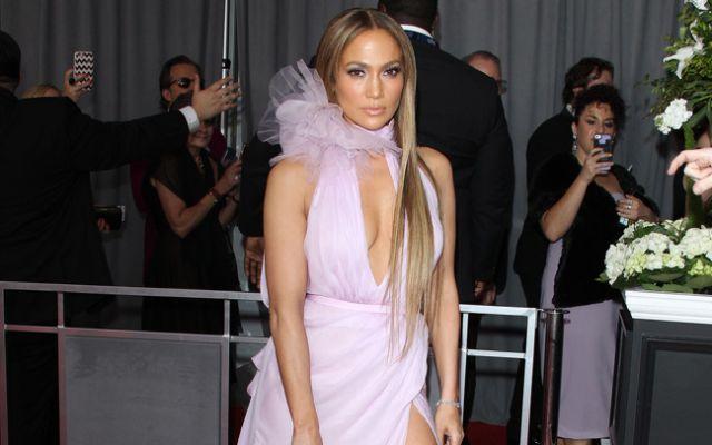 El sugestivo vestido con el que Jennifer López graba su nuevo video