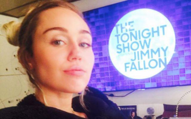 Miley Cyrus y Jimmy Fallon cantaron 'disfrazados' en el metro de NY