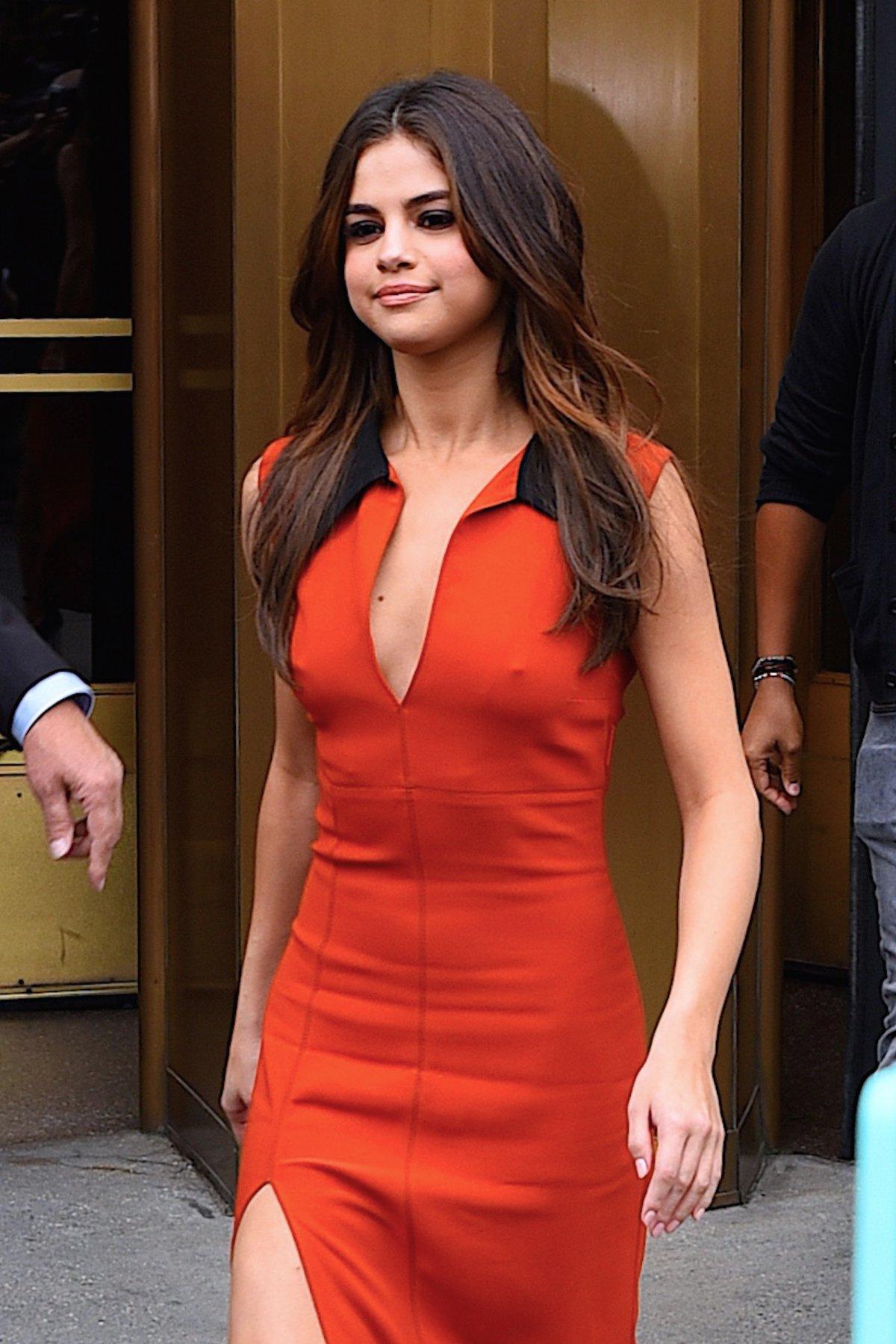9c241848d62 Selena Gomez little red dress sorğusuna uyğun şekilleri pulsuz yükle ...