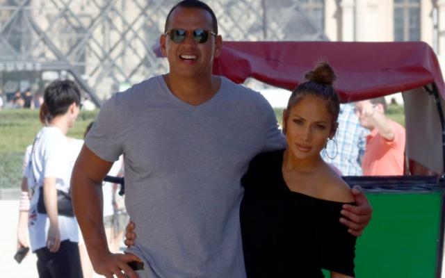 Jennifer Lopez más enamorada que nunca de Álex Rodriguez