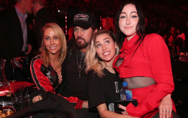Noah Cyrus no da importancia a las comparaciones con su hermana Miley
