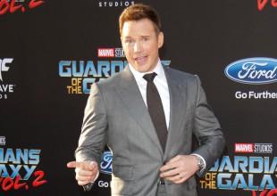 El actor acudió a la gala de los Teen Choice Awards celebrada este domingo en Los Ángeles con un aspecto relajado y sin anillo de boda a la vista