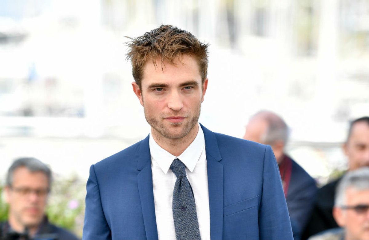La sugestiva imagen con la que Robert Pattinson se une a la diversidad de género