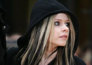 La curiosa razón por la que Avril Lavigne es la artista más peligrosa en la red