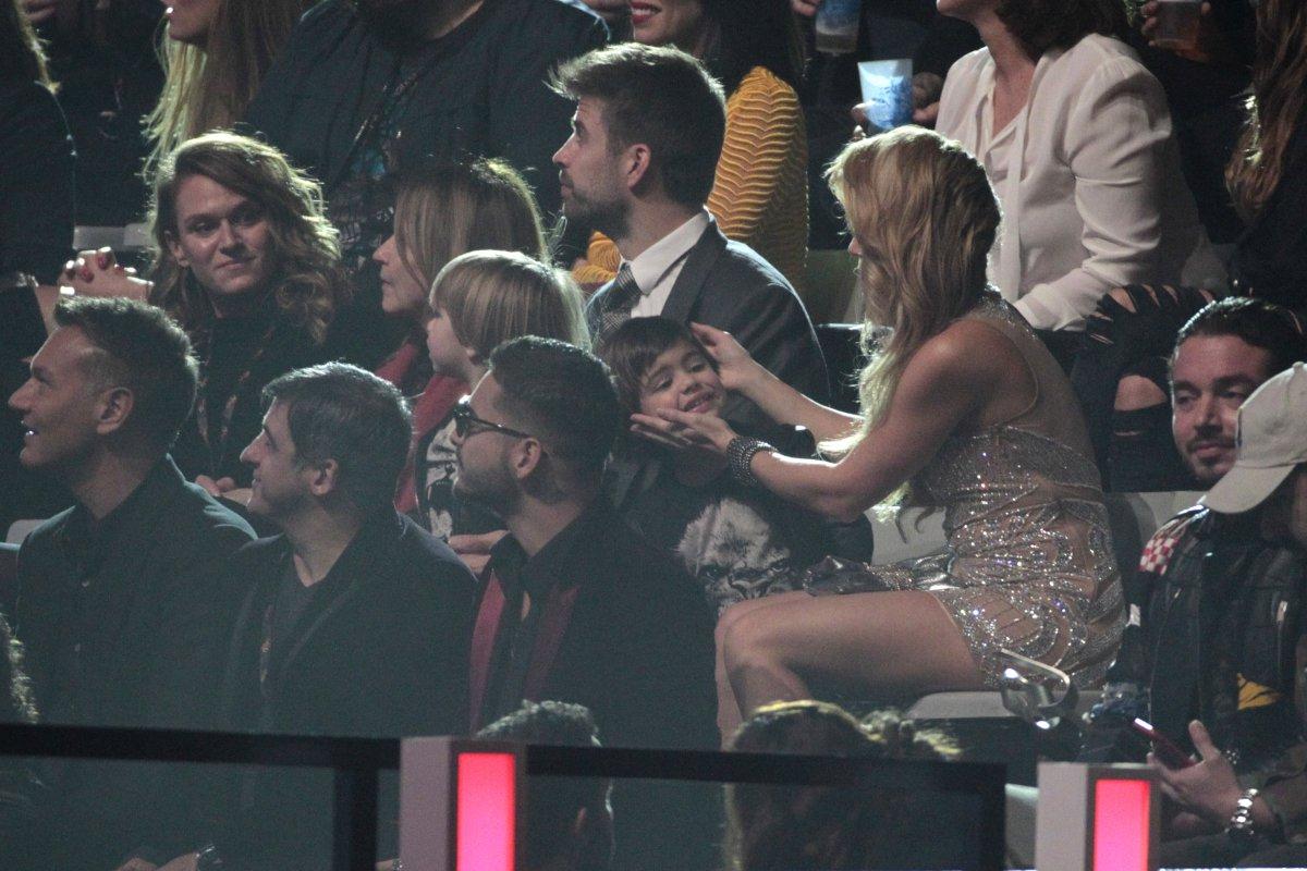 Shakira lleva a su hijo Sasha como asesor artístico de su nueva gira mundial
