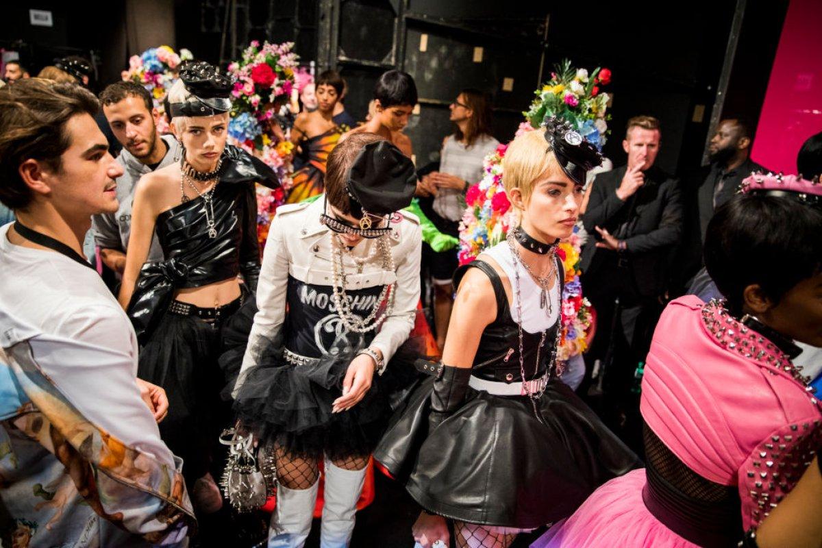 La bolsa que vende Moschino como vestido que cuesta 2 millones de pesos