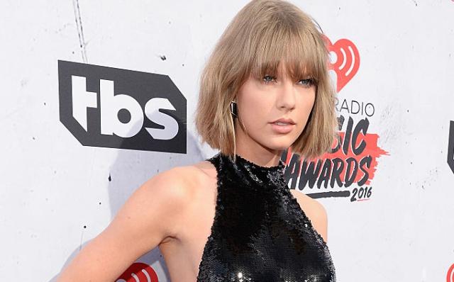 Taylor Swift reaparece en televisión para apoyar a su amigo Jimmy Fallon
