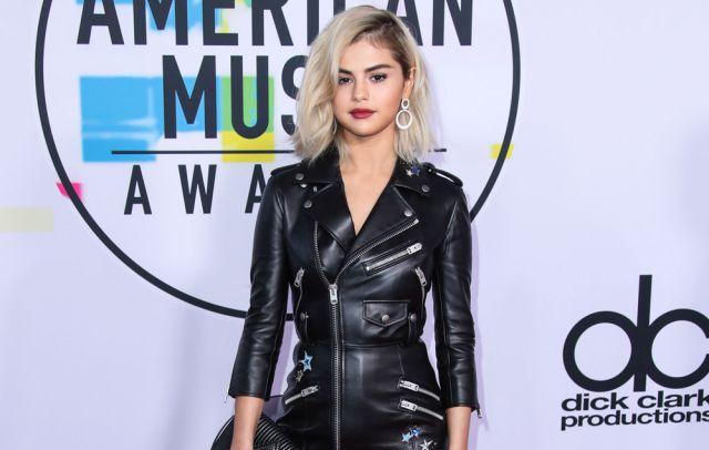 El arduo proceso que tuvo Selena Gómez para quedar como una sexy rubia