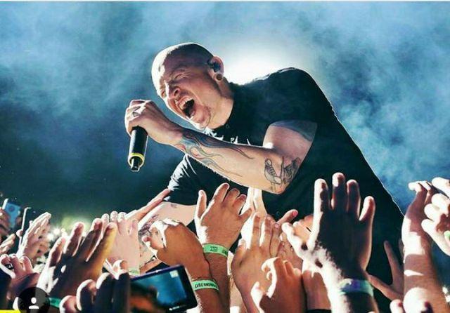 Revelan nuevos resultados de la autopsia de Chester Bennington de Linkin Park