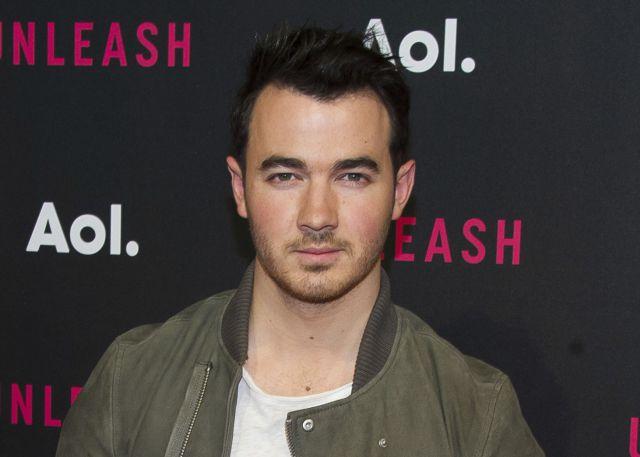 Ex Jonas Brothers testifica en polémico juicio FIFA
