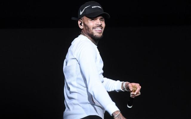 """Chris Brown presenta su nueva canción """"Him Or Me"""""""