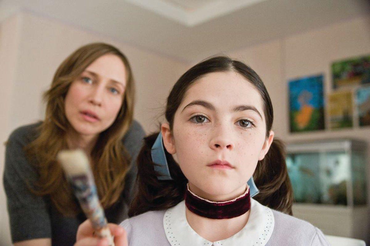 """Así luce actualmente la niña que protagonizó la cinta de terror """"La Huérfana"""""""