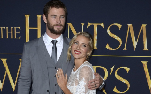 Chris Hemsworth da las gracias a Elsa Pataky por 'cuidar de los niños' en la noche de los Globos de Oro