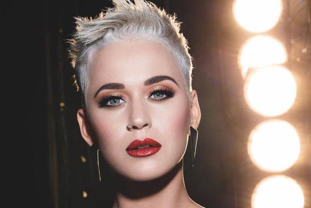 El vergonzoso momento que pasó Katy Perry por culpa de sus papás en plena transmisión