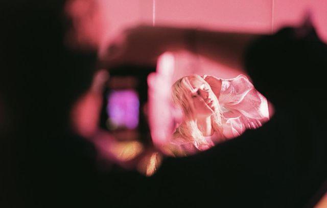"Christina Aguilera vuelve a la escena con el sensual video de ""Accelerate"""