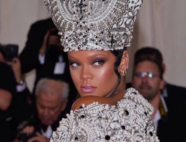 Un fan consigue colarse en el dormitorio de Rihanna y pasar allí la noche