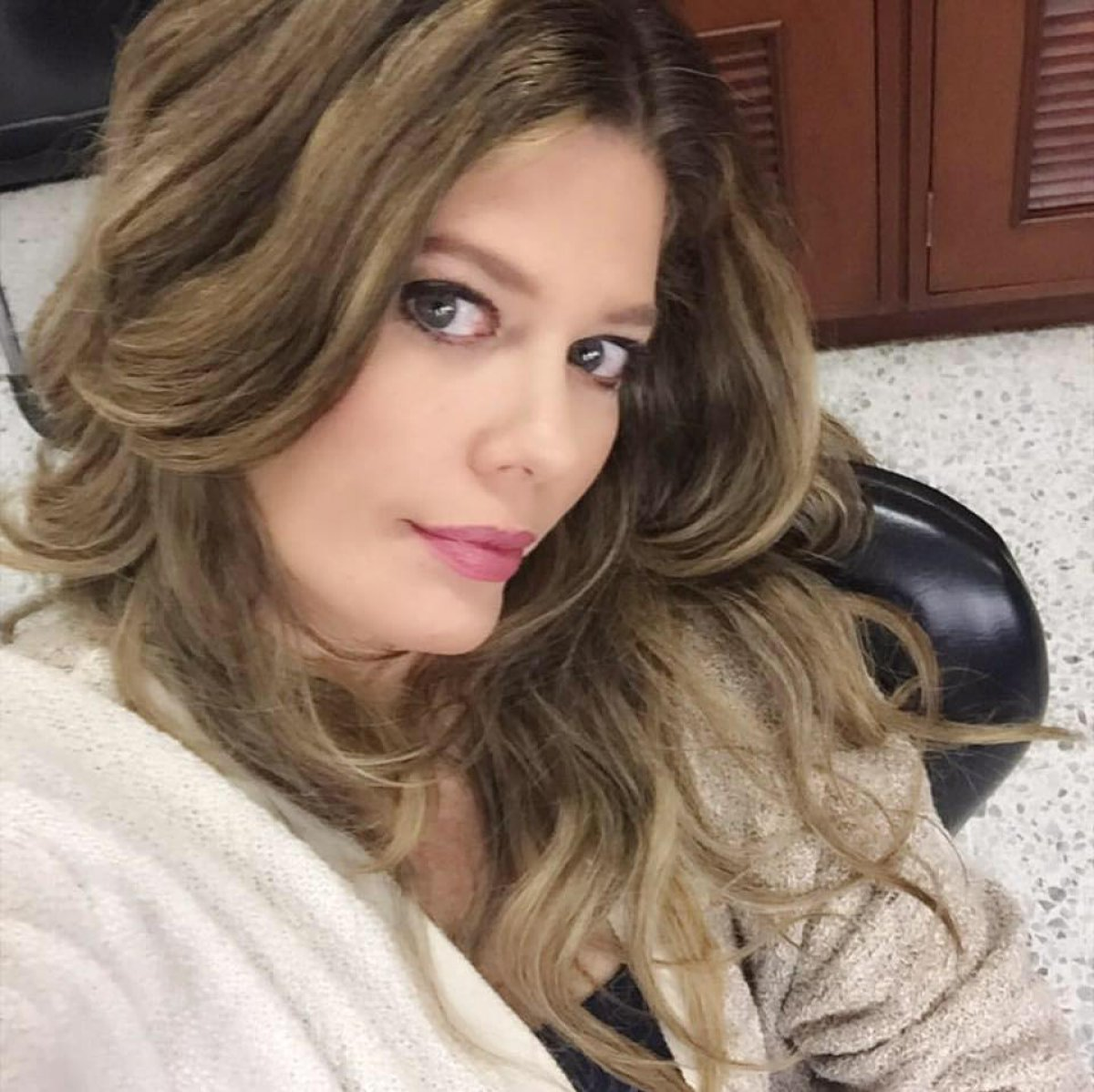 A sus 47 años Lorna Cepeda luce mejor que nunca posando en tanga
