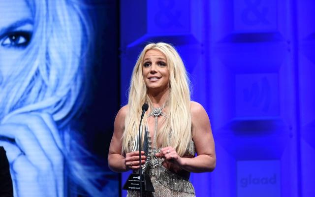 Britney Spears muestra su lado más maternal