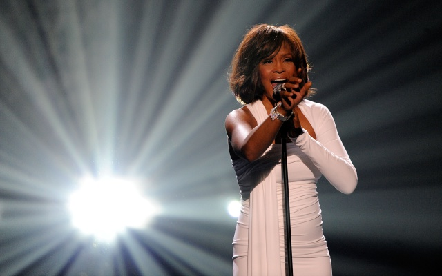Whitney Houston fue abusada sexualmente por una cantante