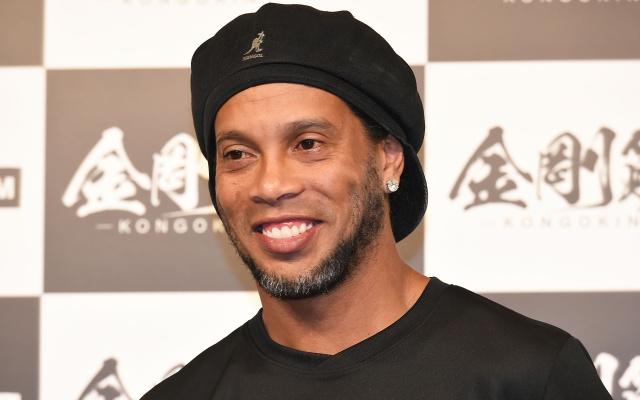 Ronaldinho se casará con sus dos novias a la vez