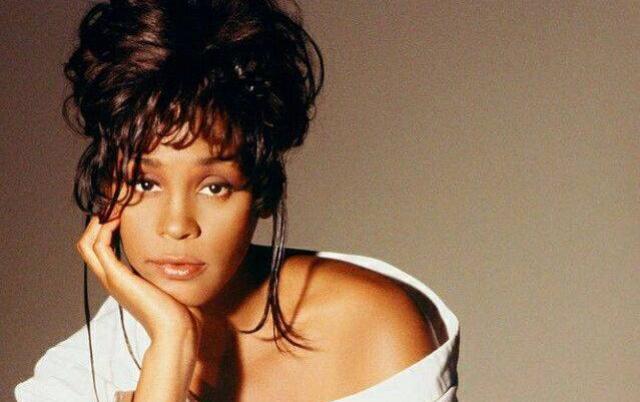 Una antigua biblia de Whitney Houston, a la venta por esta cantidad