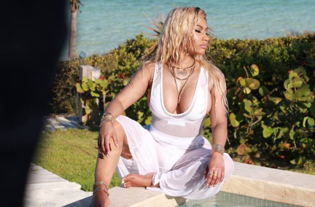 Sensual Twerk de Nicki Minaj celebrando el éxito de su canción