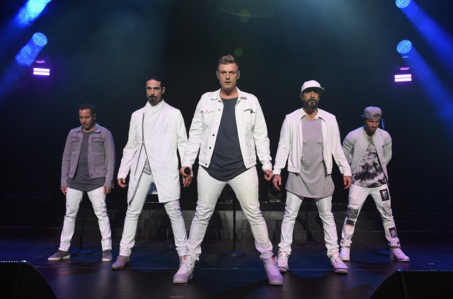 Los Backstreet Boys sorprenden a sus fans en un ascensor.