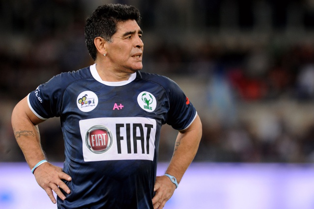 Maradona apoya a la Selección Colombia en partido contra Inglaterra.