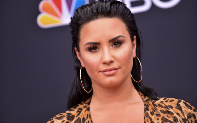 Ariana Grande, Ellen DeGeneres y más, preocupadas por Demi Lovato