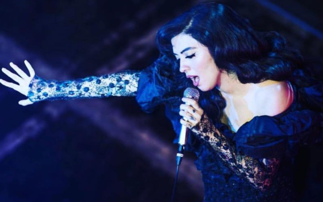 Mon Laferte hace cantar a Europa con una gira sold out