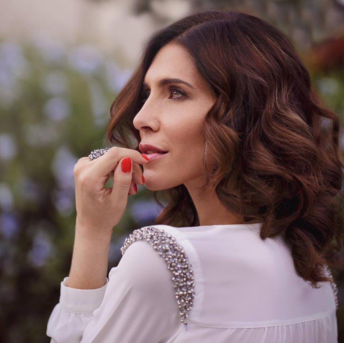 Lorena Meritano muestra sus senos para enviarle un mensaje a sus ex