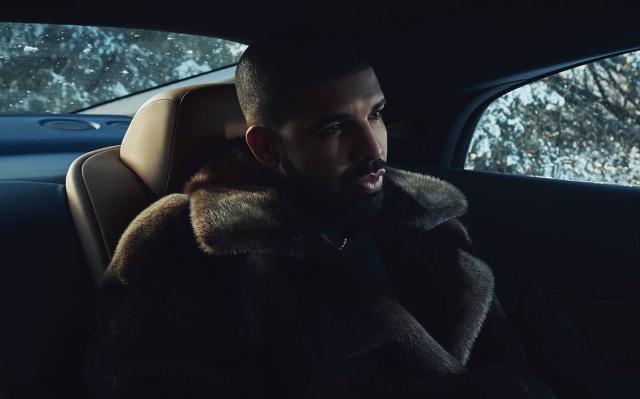 ¡Millonaria propina dejó Drake en un restaurante!