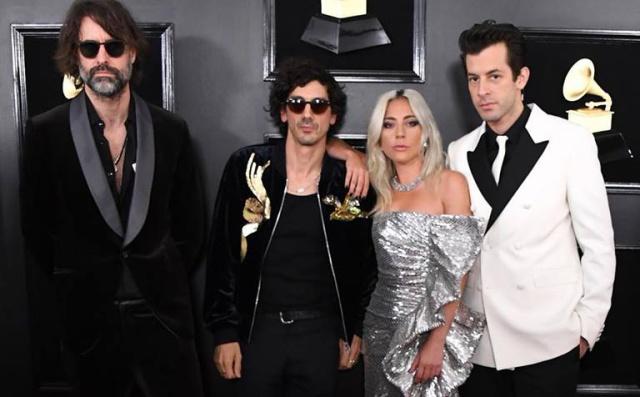 Lady Gaga acudió a los Grammy sin su anillo de compromiso