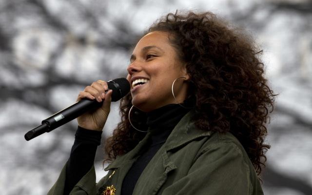 """Alicia Keys canta en remix de """"Calma"""" de Pedro Capó"""
