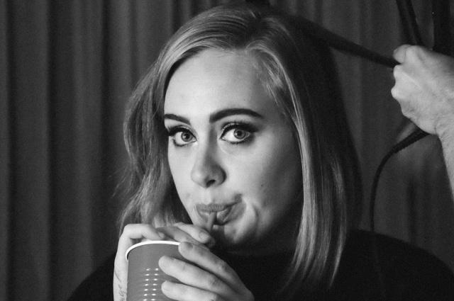 Descubren a Adele besándose con otro hombre poco tiempo después de su divorcio
