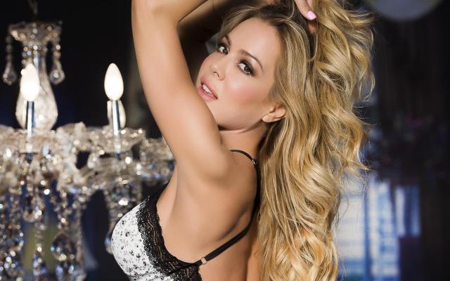 El topless de Natalia Paris que hasta Mara Cifuentes comentó
