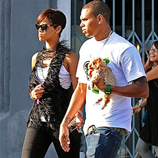 Con una foto, Rihanna confirma que sigue con Chris Brown